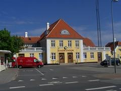 Skagen Station (tompa2) Tags: bil danmark skagen jylland järnvägsstation