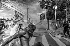 Manifestantes no Castelão (felipe sahd) Tags: city cidade brasil noiretblanc fortaleza ceará castelão manifestantes 123bw