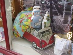 AMSTERDAM April 2014 (streamer020nl) Tags: holland bus netherlands amsterdam vw volkswagen robot nederland nl 1962 2014 regenschirm 030414 umbrellaparapluie zakjelicht