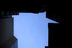 Lomography Petzval Lens  TOKYO 22 GINZA (sunuq) Tags: road sky japan canon eos tokyo ginza lomography outdoor sidewalk 日本 5d 東京 銀座 zenit 空 裏路地 petzval 5dmarkii ロモグラフィ ペッツバール