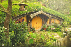 Hobbit Hole (World_wolfi) Tags: hobbiton hobit lord ring seigneur des anneaux hobbit la communaut village colline landscape amazing new zealand nouvelle zelande canon 5d mark 3 iii effet photoshop lightroom maison decor film movie set peter jackson tamron 2470mm f28