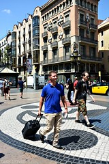La Rambla - Barcelona (nagyistvan8) Tags: nagyistvn barcelona spain espaa spanyolorszg spanyol catalunya katalnia kataln larambla nagyistvan8 stlutca streetwalk street people utaz traveling miro vros city sznek colors fekete fehr kk srga barna szrke zld green grey brown yellow blue white black streetlife utca utcailet sta plet ptszet architect architecture emberek httrkp background ngc 2016 nikon