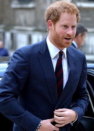 Harry cortejou atriz durante namoro em segredo com modelo, diz jornal