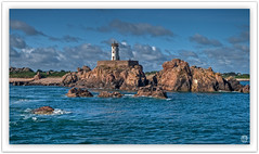 Le phare du Paon (mostodol) Tags: brehat ile isle mer sea phare paon cruise croisire bretagne brittany breizh bzh rocks rochers bleu blue water eau landscape waterscape fuji fujifilm xa1 wow lighthouse paysage manche