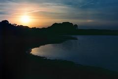 Puesta de sol en la laguna de Torrelamata (Ignacio Arrez) Tags: kodakfilm ektar100 kodakektar100 minoltaxg1 film analgico analgica fotografaqumica paisaje