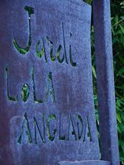 Jard Lola Anglada (Tiana) (crisdefortuny) Tags: barcelona door garden puerta lola tiana jard anglada lvarsuol