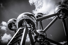 Atomium (Tup') Tags: brussels architecture blackwhite europe belgium body gear places atomium treatment splittoning cityofbrussels fujifilmx100