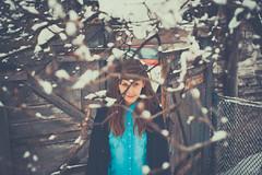 . (peter methven) Tags: winter blur beauty canon 50mm daylight poland polska invierno behind zima blueshirt polonia stands polishgirl woodenwall detrs opengate bluecardigan snowcoveredtree camisaazul pikno faltadedefinicin rozmycie labelleza puertaabierta otwarty polskiedziewczyny laluzdelda wiatodzienne stoiska pareddemadera zapokryteniegiemdrzewa niebieskkoszul niebieskisweter bramydrewnianeciany muchachapolaca cubiertodenieverbol azulchaqueta