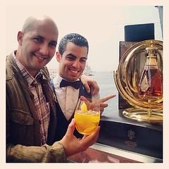 En la foto Antonio Naranjo, Golden Horse's Neck, Odyssey y un servidor. Salut! #JWVoyager day! (CocteleríaCreativa / CreativeBar) Tags: square squareformat whisky normal odyssey johnniewalker johnwalker iphoneography instagramapp uploaded:by=instagram jwvoyager whiskypremium whiskylujo