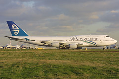ZK-SUH, Heathrow, December 18th 2002 (Southsea_Matt) Tags: heathrow boeing747 airnewzealand zksuh