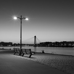 On the bench (Geoffroy Hauwen) Tags: rotterdam canon 28mm city ville paysbas night sunrise banc