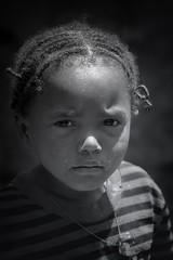 a little girl (ddimblickwinkel) Tags: nikon d300s d300 tamron portrt personen outdoor africa afrika thiopien ethiopia sunshine art natur natural nik blackwhite bw sw schwarzweiss black white schwarz weis vintage tribe einfarbig girl mdchen kind child