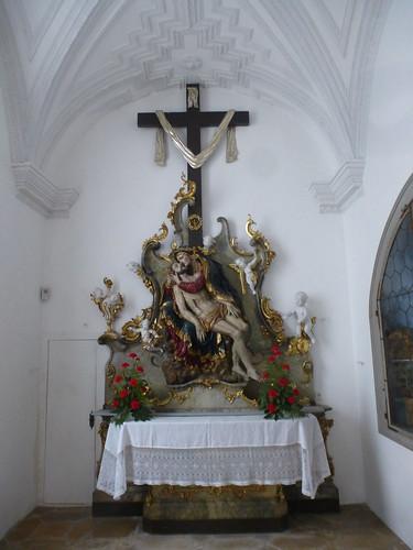 Altar in einer Seitenkapelle von Kloster Andechs.