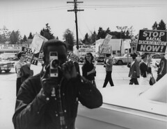 Filming the police at fair housing protest, 1964 (Seattle Municipal Archives) Tags: seattlemunicipalarchives seattle civilrights openhousing fairhousing protests pickets picketing demonstrations 1960s