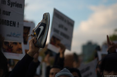 L1015865 (josefcramer.com) Tags: europe europa berlin germany syria aleppo ukraine donezk war civil proxy russia putin protest urban street people leica m9 m240 24mm 90mm elmarit summarit asph josef cramer colour crimea krim summit france normandie demo
