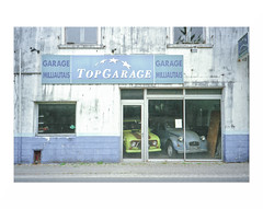 "(""Que la bte meure"") Tags: olympusxa1 analog film focalefixe garage oldcar renault4l 2cv fff"