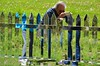 Taking Pictures Of Mirror Fence (Joe Shlabotnik) Tags: fence verne takingphotos picketfence stormking may2016 mirror 2016 afsdxvrnikkor55300mm4556ged