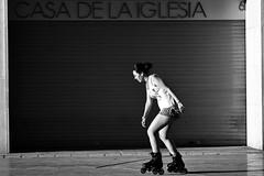 La luz y la patinadora (carnuzo) Tags: leica monochrom elmarit 90mm