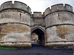 Rockingham Castle 003 (saxonfenken) Tags: 6796house 6796 rockinghamcastle castle gate madeofstone pregamewinner