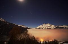 Sous la lune et les toiles, vers minuit (yoduc73) Tags: montagne nuit lune brillante nuages alpes tarentaise stbernard rosire toiles
