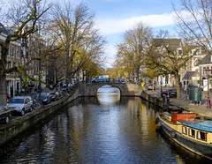 Aan de Amsterdamse grachten (Wouter de Bruijn) Tags: fujifilm x100t fujifilmx100t fujinon23mmf2 amsterdam gracht canal reguliersgracht urban landscape nature fall autumn bridge water dutch holland netherlands nederland outdoor cityscape city