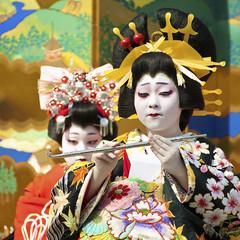 Oiran Dochu -  (ajpscs) Tags: festival japan japanese tokyo nikon prostitute pins parade  nippon entertainer  kimono obi procession asakusa hairstyle complex matsuri dori  geta skill highclass courtesan servants combs d300 yoshiwara oiran tayuu  patronise ajpscs 10    ichiyozakurakomatsubashi  oirandouchu  ichiyouzakuramatsuri edo16001868 yoshiwarapleasure komageta mitsuashi sanmaibageta hachimoji   edo courtesan yjo