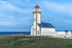 Plage et phare Belle Ile-70 (marcdelfr) Tags: ocean travel lighthouse france beach landscape island brittany atlantic morbihan scenics littoral