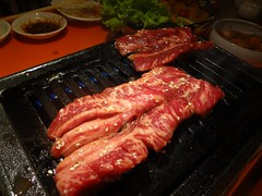 Marinated Beef Short Ribs! @Stamina-En, Hongmeilu, Shanghai (Phreddie) Tags: china food beer night japanese restaurant yum shanghai beef bbq meat eat korean barbecue friday tgif yakiniku staminaen 130524