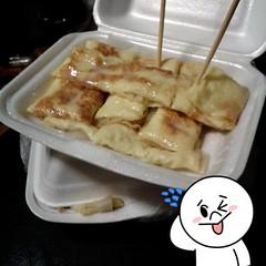 อารมณ์ไหนเนี่ย หลังจากกินเกี๊ยวปลาโฟอิ่มแล้ว ยังซื้อโรตีไข่มาอีก 2อัน กว่าจะได้กินก็พรุ่งนี้ แต่ปกติก็ไม่ได้ชอบกินโรตีเลยนะ #มันต้องมีอะไรสักอย่าง #กาดน้ำโท้ง #รังนอนแดร็กคูล่า