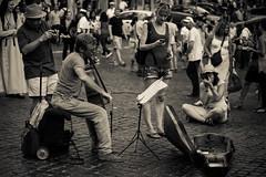 Il musicista e gli astanti (sensdessusdessous) Tags: street musician music roma canon eos pantheon photographers 5d classical sampietrini musicista vecchio fotografi markiii violoncello spartito leggio