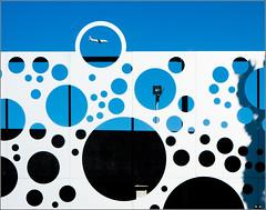Plane in the eye (Herv Marchand) Tags: 2016 plane vehicle urbain fragment details circle blue week422016 52weeksthe2016edition weekstartingfridayoctober142016 challenge 52