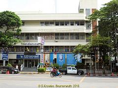 Lumphini Police Station in Witthayu road, in 2013, Pathumwan District, Bangkok, Thailand. (samurai2565) Tags: pathumwan hualamphongrailwaystation bangkok thailand railwaysinthailand bangkokrailwaystation erawanshrine chitlom rama1road skytrain policehospital phloenchitroad lumphinipark