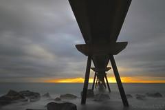 ...al final, el amanecer. // ... the sunrise, at the end. (Nordwest700) Tags: nordwest700 canon7d badalona pontdelpetroli nd400 puente bridge longexposure largaexposicion ndg8 pont