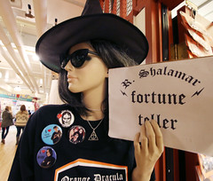 Seattle Mannequin - 8976 (AZDew) Tags: farmersmarket november2016 pikeplacemarket publicmarketcenter seattle washington mannequin