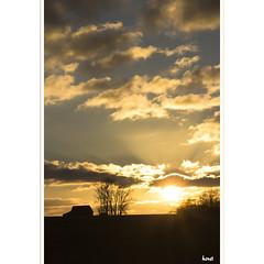 Just Back From a Walk (horstmall) Tags: sunset sonnenuntergang couchesoleil wolken clouds nouages htte hut cabane silhouettes silhouetten scherenschnitt abendhimmel eveningsky cieldusoir grabenstetten schwbischealb jurasouabe swabianalps konturen contours horstmall gegenlicht