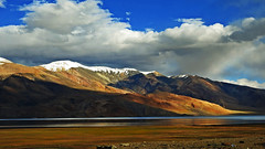 "When the day said, ""Yet, remember me"" (Lopamudra !) Tags: lopamudra lopamudrabarman lopa landscape lake landscapes ladakh india jk himalaya highaltitude himalayas highaltitudelake highland mountain mountains dusk evening sunset sundown sunshine colour color colours cold clouds sky skyscape water waterscape azure colourful nature loch tso tsomoriri moriri remembrance daybreak nightfall picturesque picture peace beauty"