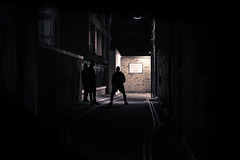 shadows boys (Edo Zollo) Tags: streetphotography london londonatnight londonafterdark londonstreetphotography lowlight londonpastbedtime inthedarkofnight