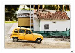 El primer todo terreno, monovolumen y mercancias, todo en uno (V- strom) Tags: recuerdo coche amarillo texturas nikon nikon2470 verde urbana