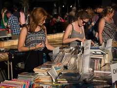 browsing (Cosimo Matteini) Tags: cosimomatteini ep5 olympus pen m43 mft london books people candid browsing southbank