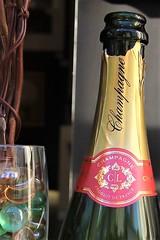 Trent Galleries Champagne Christmas 2016 Mill Street Oakham Rutland (@oakhamuk) Tags: oakhaminbloom oakham christmas shop window competition rutland