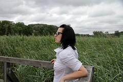 IMG_7542 (Ehrliche Aktfotografie) Tags: outdoor nonnude verdeckterakt blouse glasses braless