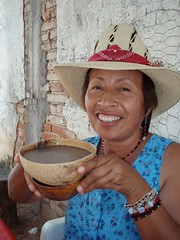 Enriqueta tomando Pozol (de Cacao, tortilla dorado, y maz) en Revolucin Mexicana, Chiapas, Mexico (Lon&Queta) Tags: food latinamerica portraits mexico flickr hats chiapas 2007 mex queta revolucionmexicana gpsapproximate