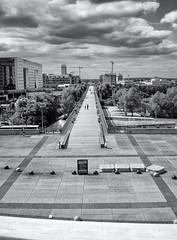 Behind the Grande Arche (Dario 2569) Tags: city blackandwhite paris grande biancoenero parigi arche