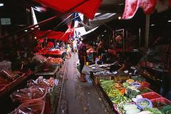 Before that Train Comes (Just on the Railway) (Purple Field) Tags: street color film analog zeiss 35mm thailand iso100 alley fuji market 28mm rangefinder contax carl g2 provia f28 市場 100f 路地 タイ biogon railwai カラー 富士 rdpiii rdp3 銀塩 線路 maeklong フィルム レンジファインダー コンタックス アナログ プロビア ビオゴン stphotographia カール・ツァイス メークロン