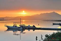 暮色 Sunset scenery (愚夫.chan) Tags: taiwan 臺灣 taipeicity 台北市 淡水河 暮色 sunsetscenery 福安河濱公園 小碼頭落日