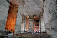 Pilier (flallier) Tags: carrire souterraine calcaire underground limestone quarry silhouette pilier pilierstourns pillar souterrain cave
