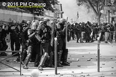 Manifestation nationale  Paris contre la Loi travail - 14.06.2016  Paris (FR)  IMG_4852 (PM Cheung) Tags: loitravail paris frankreich proteste mobilisationnorme cgt sncf euro2016 demonstration manifestationnationalepariscontrelaloitravail 14062016 blockaden 2016 demo mengcheungpo gewerkschaftsprotest trnengas wasserwerfer confdrationgnraledutravail arbeitsmarktreform lesboches nuitdebout antagonistischenblock pmcheung blockupy polizei crs facebookcompmcheungphotography polizeiprfektur krawalle ausschreitungen auseinandersetzungen compagniesrpublicainesdescurit police landesweitegrosdemonstrationgegendiearbeitsmarktreform loitravail14062016 manif14juin manifestation dmosphre parisdebout soulevetoi labac bac franoishollande myriamelkhomri esplanadeinvalides manifestationnationaleparis manif csgas molotowcocktail molotov blackwhite schwarzweis bw