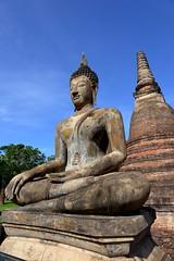 Another Buddha on the outskirts of Sukhothai [Explore] (joseluis.cueto) Tags: tailandia thailand asia sudesteasitico sukhothai budismo buddhism buda buddha escultura arquitectura arqueologa architecture archaeology stupa chedi pagoda estatuas canon canon6d eos 6d 2470f4 flickrtravelaward