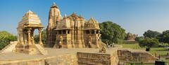 El templo de Durga (Nebelkuss) Tags: india khajuraho templo temple dinastiachandela chandellasdinasty escultura sculpture durgafestival festivaldedurga fujixt1 fujinonxf23f14 panoramicas