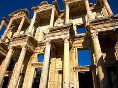 Bibliothèque de Celsius. (In Julie's lens) Tags: old ancient ephesus turquie turkey temple bibliothèque celcius ruins marble travel